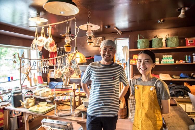 店主の菊地大二郎さんと、奥さんの恵理さん
