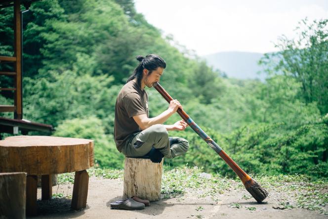 民族楽器「ディジュリドゥ」は、奥多摩町在住のディジュリドゥ奏者NATAさんから教わったという。