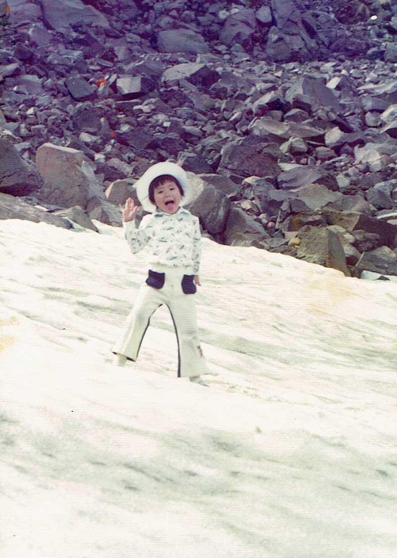 4才の時に登った、御嶽山山頂付近の雪渓にて(写真/古畑さん提供)