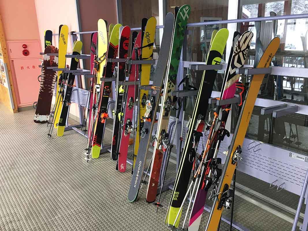 海外からのお客さんは9割以上がスキー。欧米ではスキー人気が盛り上がっているんです。逆に日本人はスノーボードが多い印象。