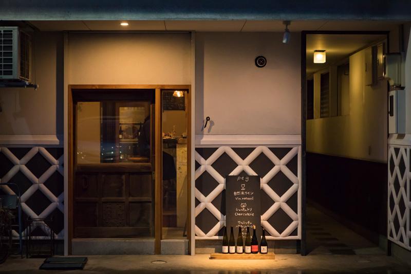 """外壁は、蔵によく使われる""""なまこ壁""""。松本の街を象徴するものだ"""