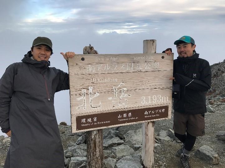 昨年、二人で登った北岳にて(写真/千秋さん提供)