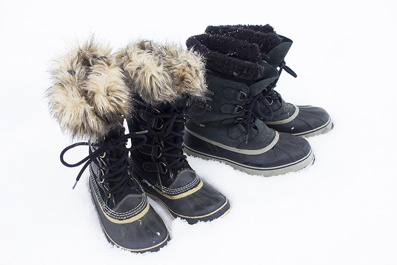 雪の上を歩くなら断熱性の高いソレルのブーツがイチオシ。アメリカではセレブの間でソレルが流行っていることもあり、特にレディスモデルはデザインが豊富です。これらのモデルはシンサレートの分厚いライニングが入っているので、断熱性は抜群。