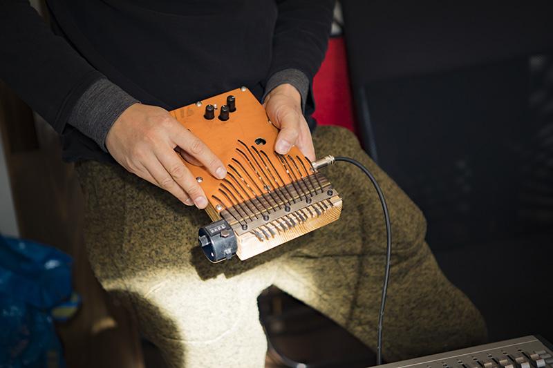 楽器(カリンバ)も宮澤さんのお手製! とても心地のいい音色でした