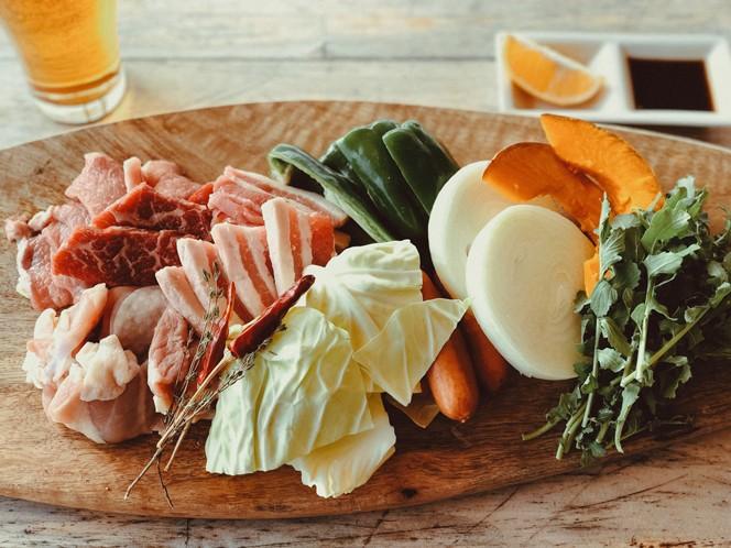信州産の豚と鶏肉のBBQセット(提供写真)