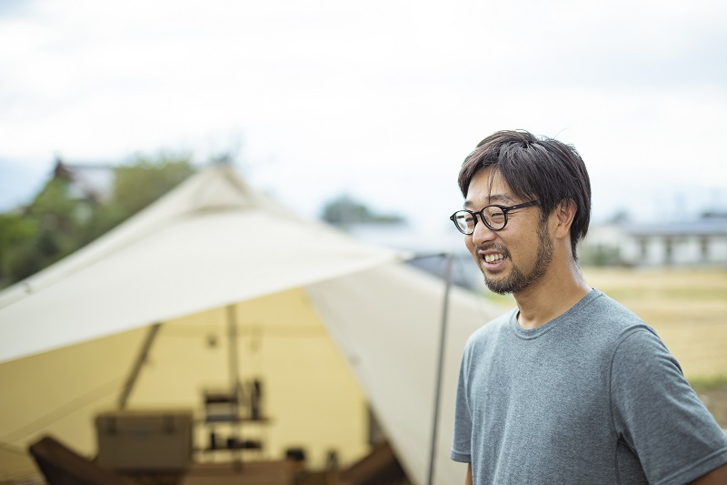 ゼインアーツ代表の小杉敬さん。自身も子どもの頃から山登りや釣りを楽しむ