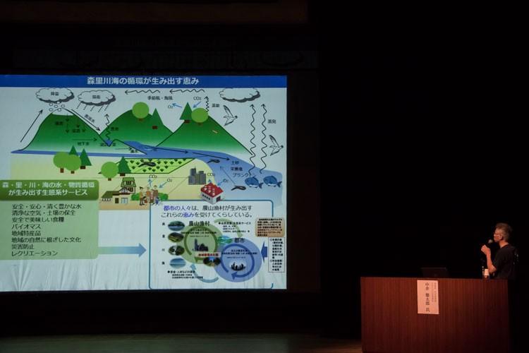 環境省大臣官房廃棄物・リサイクル対策部長 中井徳太郎さんによる「つなげよう、支えよう森里川海プロジェクト」と題した講演も行われた