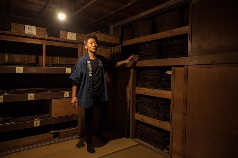 工場の一角には江戸小紋の命とも言える型紙を保管する倉庫が