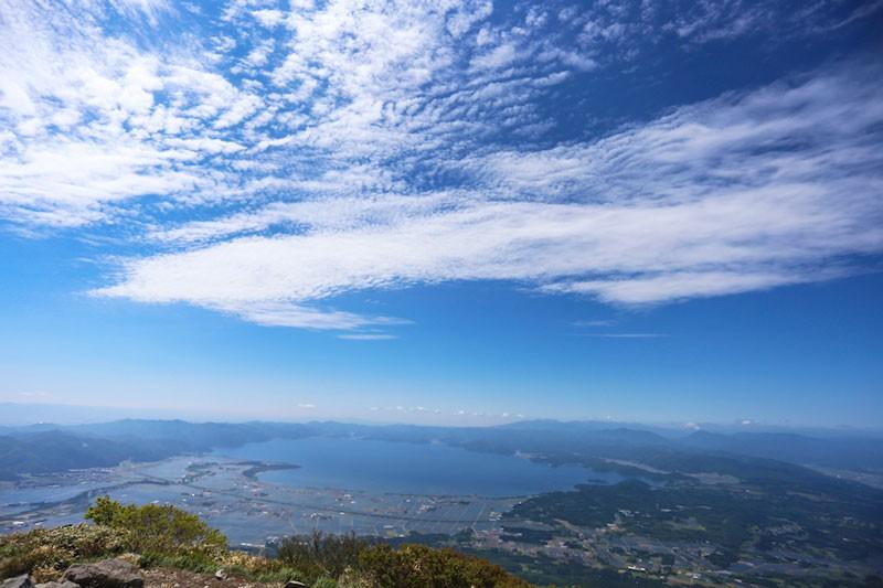 磐梯山の山頂から見る猪苗代湖