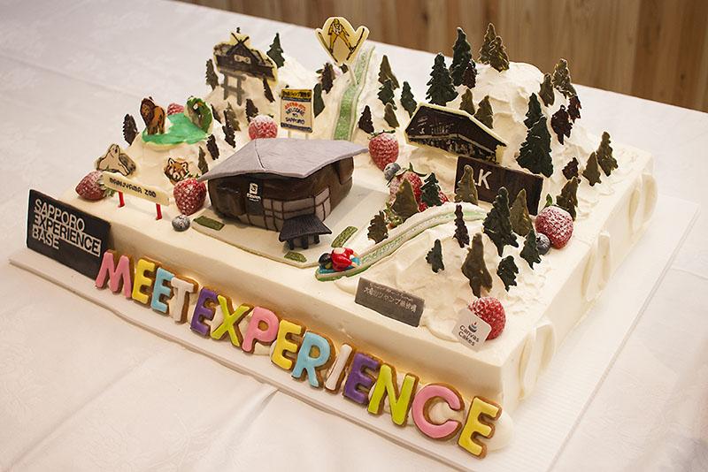 レセプションではなんとケーキのジオラマが出現!が、しかし。ワタクシ、タイミングを逃して食べ損ねました。噂では大変美味しかったとのこと……。