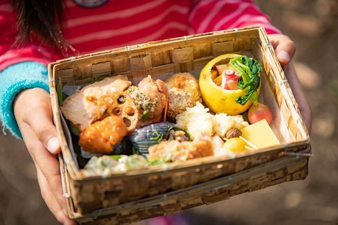 登山の楽しみの1つ。お弁当は葉山発のヘルシーライフスタイルブランド「SEE THE SUN」