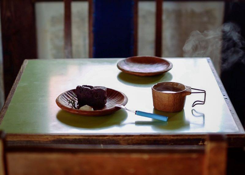 ケーキセット。お皿とカップは店内で販売もしている松本のKancraft(提供写真)