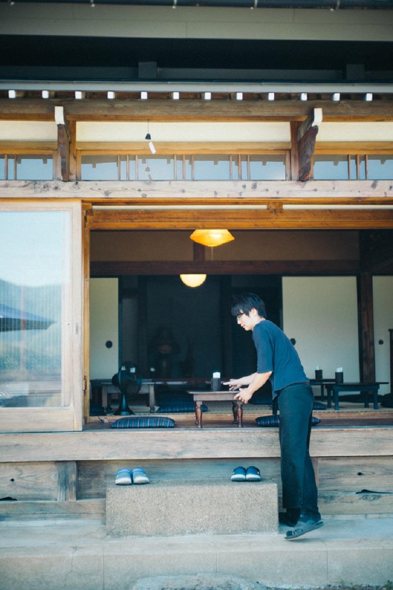 店長の福田潤さんは、東京・立川から本社のある渋谷と、奥多摩を行き来するハイブリッドな生活をしている