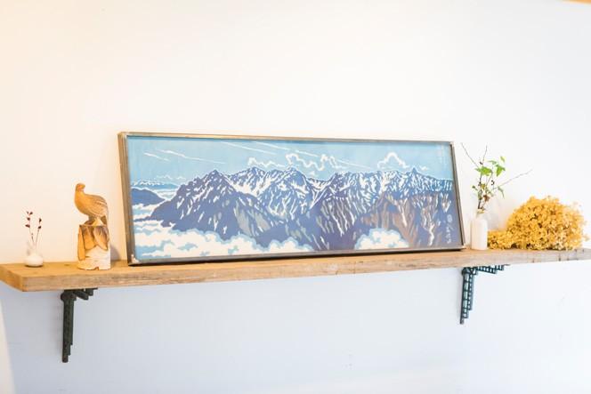 布に描かれているのは、常念岳から見た槍・穂高連峰。添えられている雷鳥もキュート