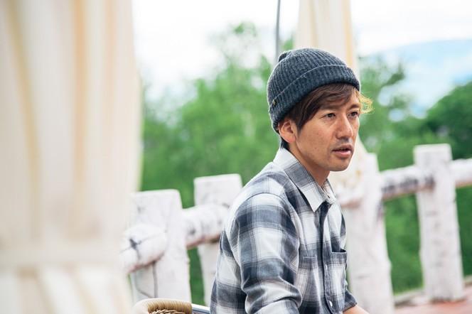 「K」の立ち上げメンバーの津田さん。長野と東京の二拠点生活をしながら、「富士見 森のオフィス」などを運営
