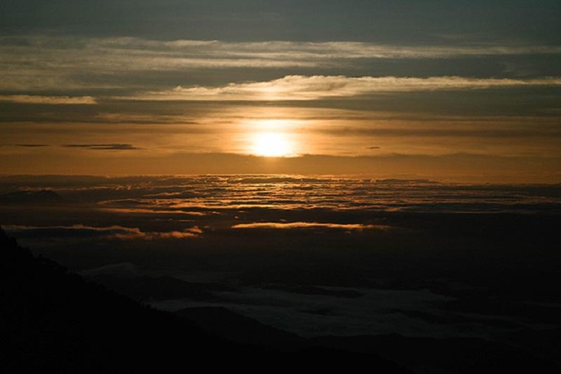 塩川さんが何度見ても感動するという船窪小屋からの朝日