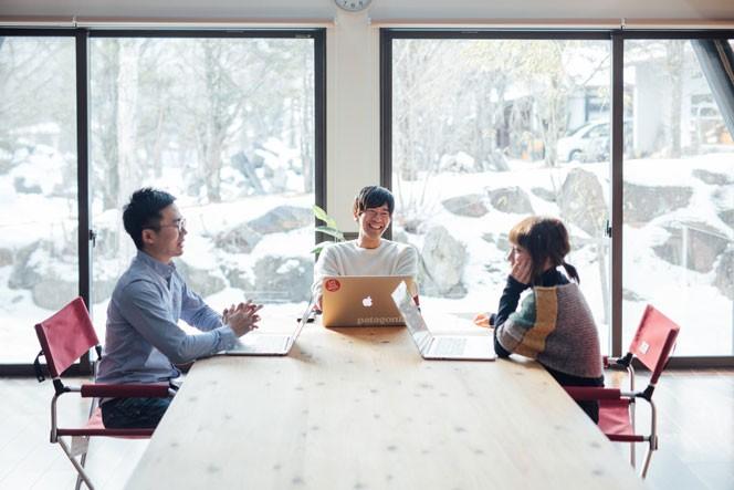 一人目のゲスト、津田さんの運営する「富士見森のオフィス」での様子