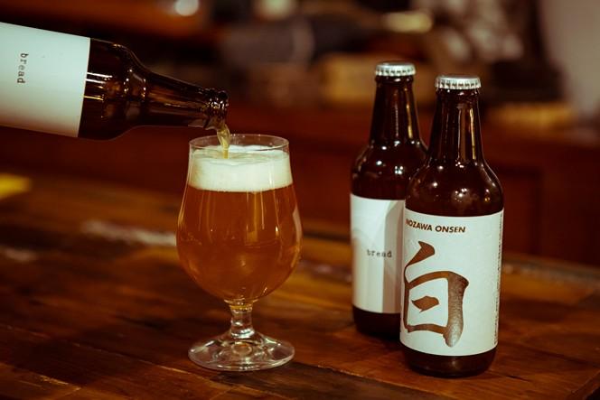 野沢温泉にあるAJBブルワリーのクラフトビールも置いてあります。bread900円、nozawa white900円