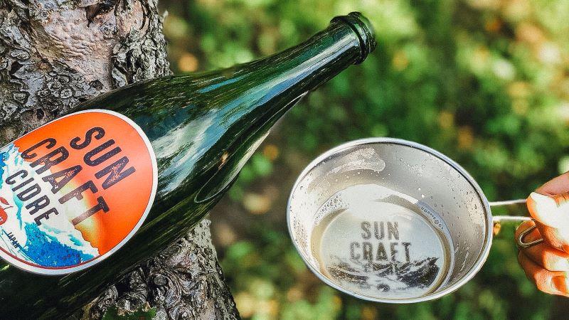 SUN CRAFT シードルとオリジナルシェラカップ(提供写真)
