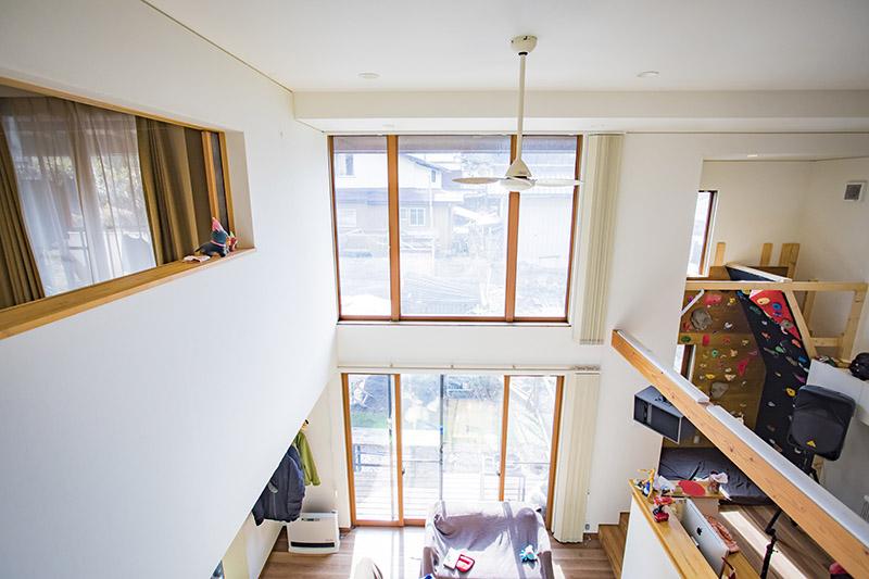 2階からもリビングが見えるようなデザイン。家を建てるにあたり、ここもこだわったそう