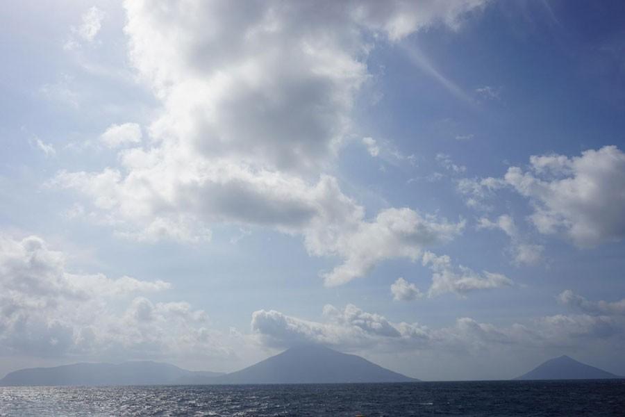 左から三原山、八丈富士、八丈小島