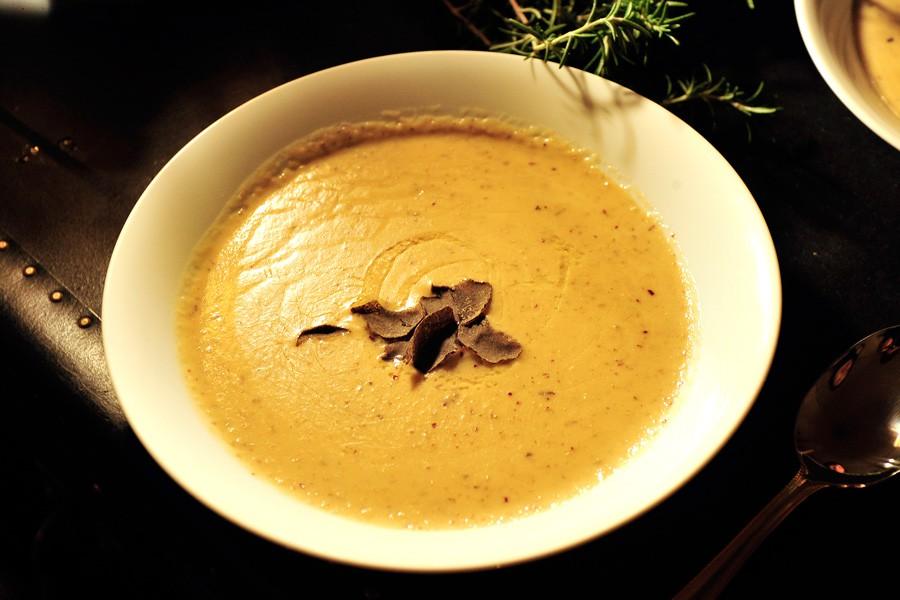 続いてサツマイモとトリュフのスープ。