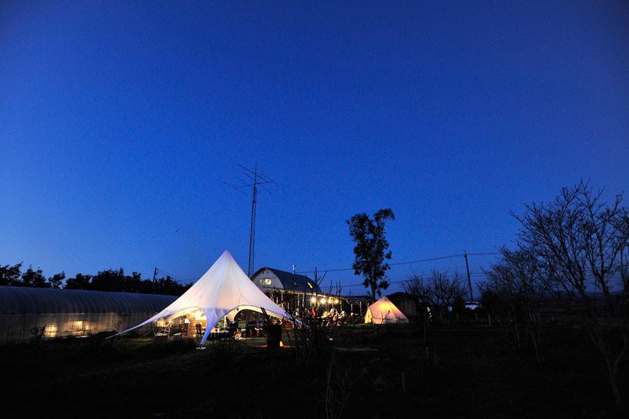 空が広いロケーションとタープ・テントとの相性は抜群