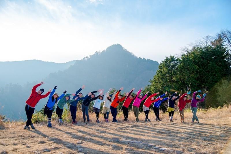 山を通じて歴史や文化を学びながら、登山に役立つストレッチを覚える「文系登山&ストレッチ」
