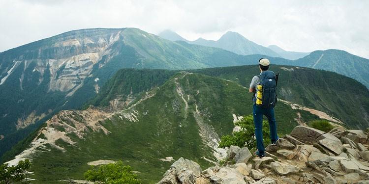 休日の山歩きは、自らが製品のテスターになって歩く(写真:稲田さん提供)