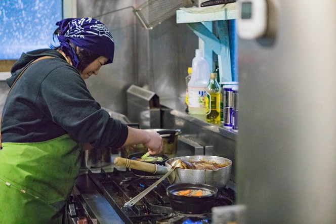 厨房では調理経験のあるスタッフがメインとなってレシピを考案、調理しているそう