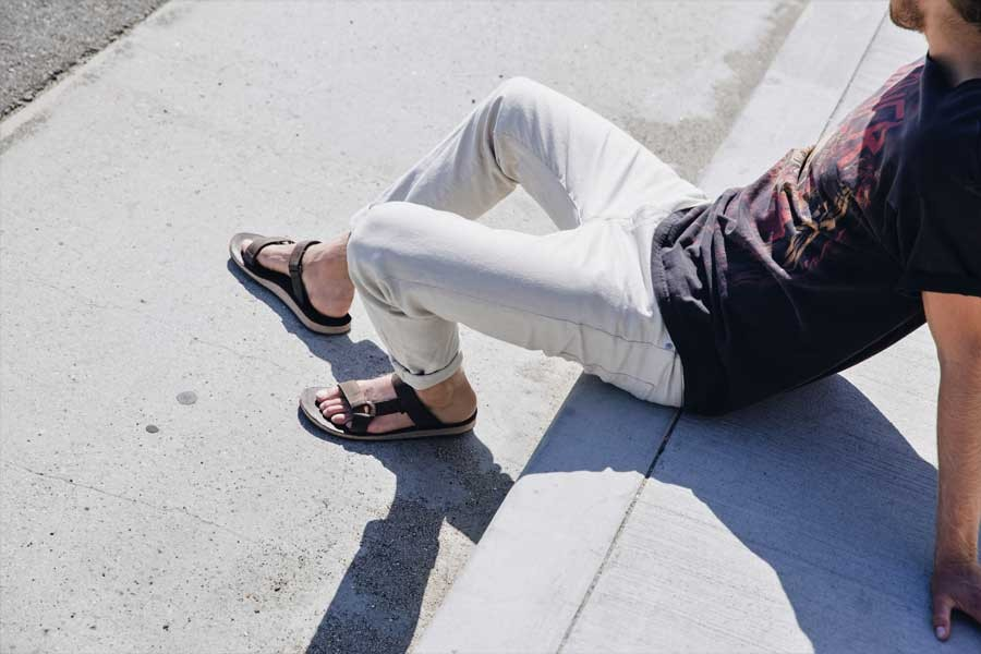 Tevaが持つ履き心地のよさはそのままに、かかとにストラップのないスリッポン仕様。デイリーユースはもちろん、さっと履けるのでキャンプでも重宝する。ストラップがナイロン素材になったモデルも展開