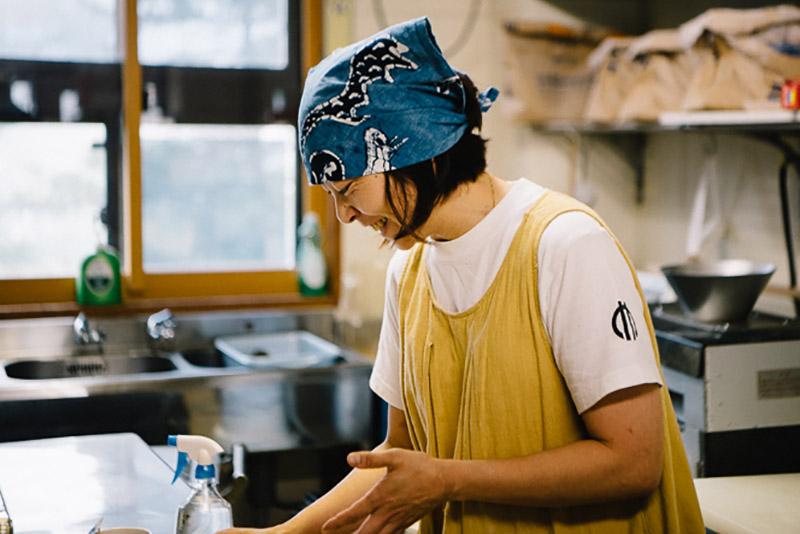 3人の男の子の子育てをしながら、毎日早朝からおいしいパンを焼き上げている