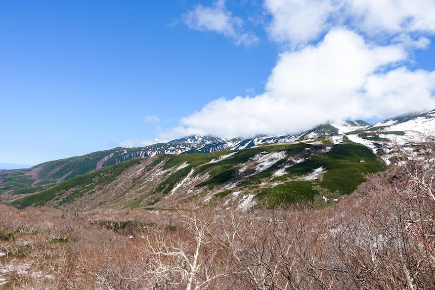 羅臼岳 横を見ると知床連山が!